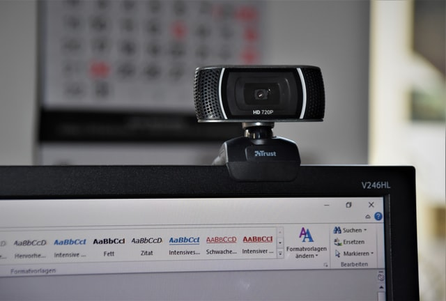 オンラインヨガを便利にするアイテム:webカメラ